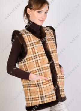Жилет из натуральной овчины с гобеленовой тканью «Шотландка»