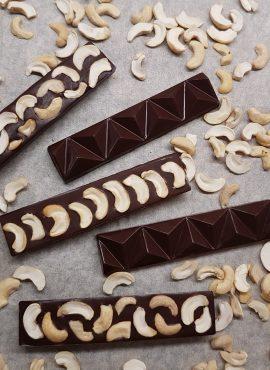 Натуральный темный шоколад «С кешью», батончик 30г