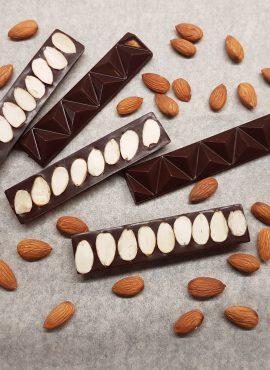 Натуральный темный шоколад «С миндалем», батончик 30г