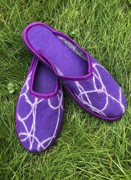Домашние тапочки из войлока фиолетовые
